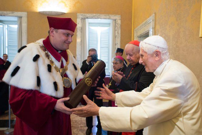 Benedetto XVI - Dottorato Honoris Causa della Pontificia Università Giovanni Paolo II e dell'Accademia di Musica di Cracovia